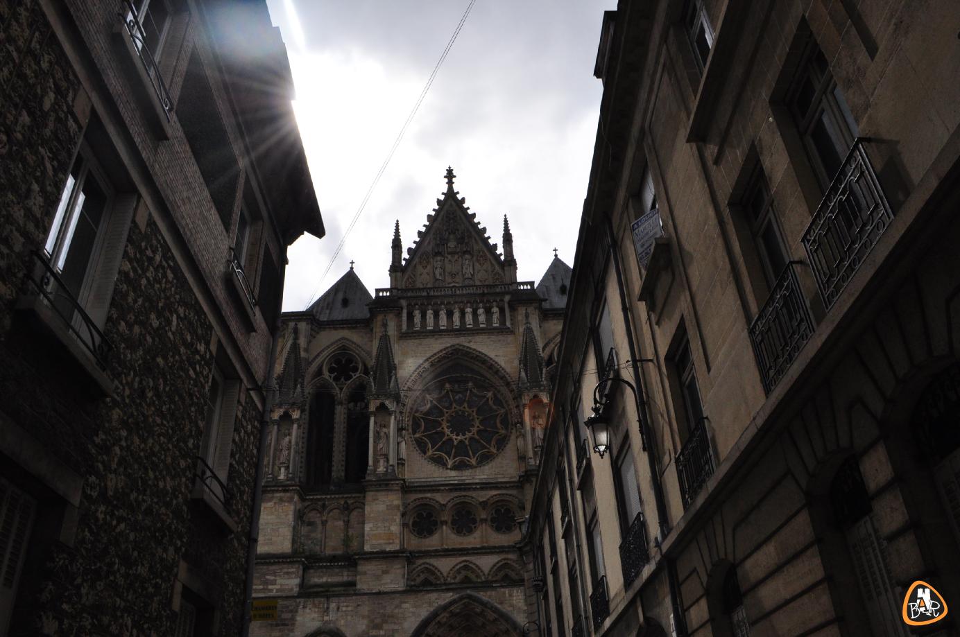 La cathédrale depuis la place du Chapitre