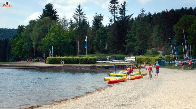 Pédalos, canoës, voiles,... activités nautiques sur le lac des Vieilles Forges