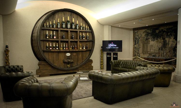 Dégustation de champagne Lanson dans de confortables canapés