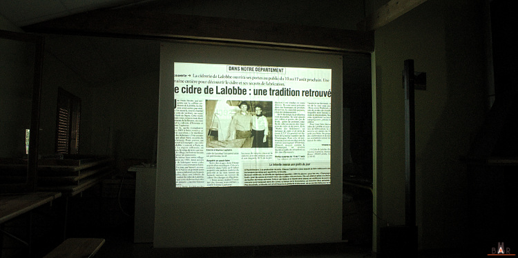 Salle de projection de la cidrerie Capitaine