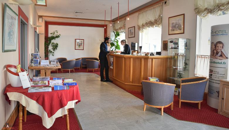 Réception du Brit Hotel du centre de Reims