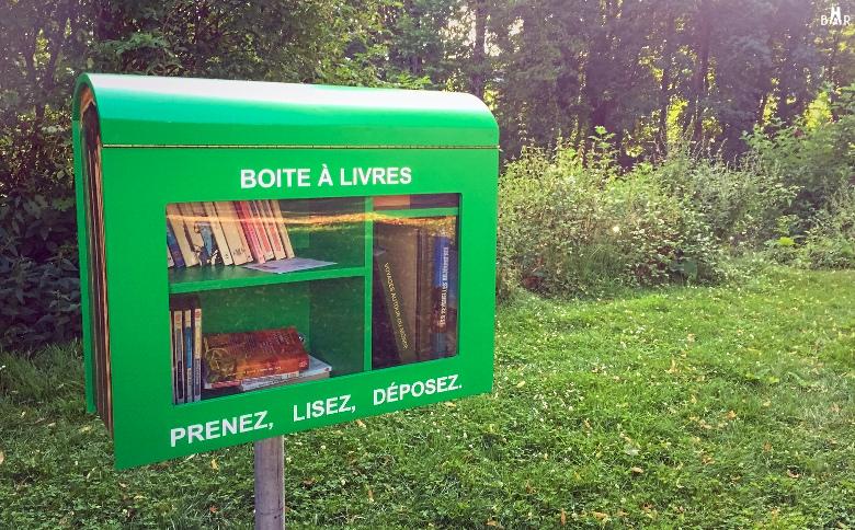 Boîte à livre près du pont Fléchambault